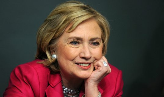 Hillary Clinton Will Appear on Miley Cyrus-Hosted 'Saturday Night Live'