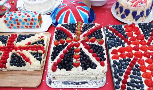 25,000 Invited to Queen's 90th Birthday Party