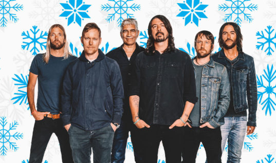 Foo Fighters Rock Out the End of 2017 on SNL and in Vegas