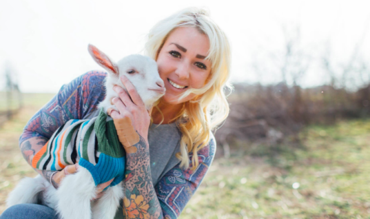 This Woman Is Severely Allergic To Animals And Still Goes Out Of Her Way To Rescue Them